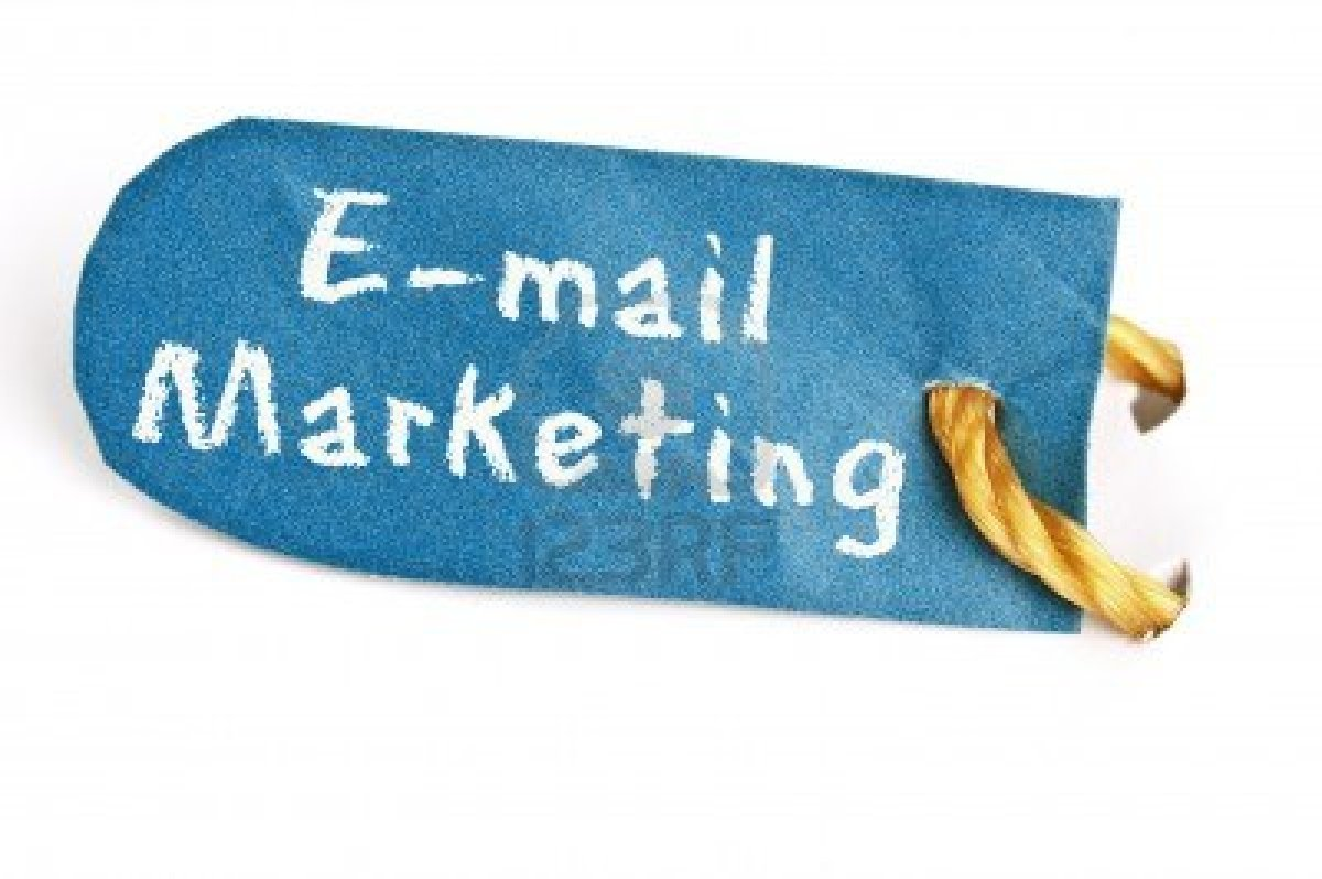11529120-email-marketing-word-on-isolated-label