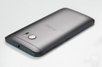 HTC-Desire-10-01
