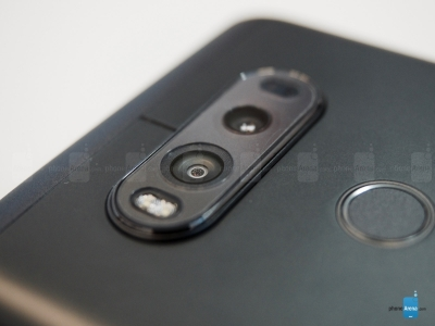 Dual-camera-module-on-the-back-new-solution-on-the-front(1)