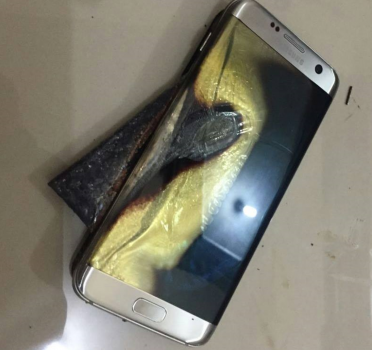 Samsung-Galaxy-S7-edge-catches-on-fire-while-being-recharged